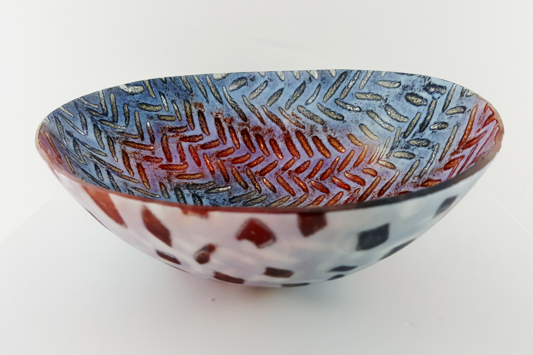 Herringbone-glass-rocking-bowl-Pip Stacey-Feathered Glass